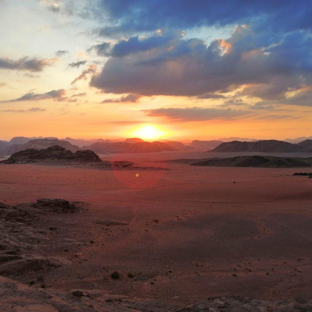 una notte nel deserto del wadi rum giordania